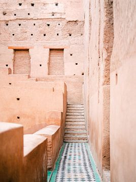 Farben von Marrakesch Marokko - El Badi Palast Fotodruck | Pastellreisefotografie Kunst Kunstdruck von Raisa Zwart