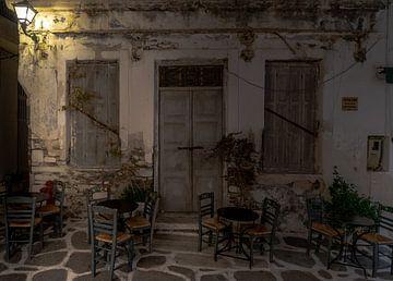 Grieks cafe terras op Naxos van Mario Calma