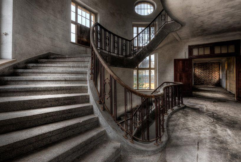 Doorgang tweede verdieping van Perry Wiertz