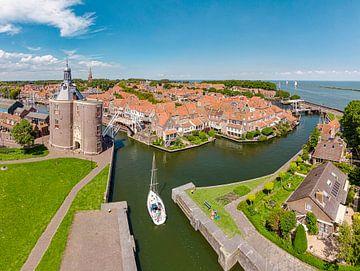 Le vieux port avec la porte de la ville les Drommedaris, Enkhuizen, , Noord-Holland, Pays-Bas sur Rene van der Meer