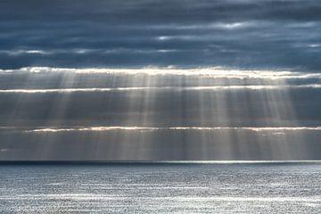 Lichtgordijn boven de oceaan aan de kust van Lanzarote- sur