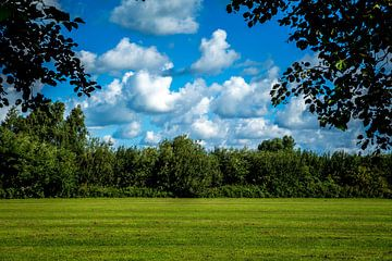 Doorkijkje met wolkenpartij