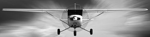 Cessna 152 naderend van Jan Brons