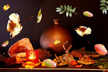 Stilleven met vaas en bladeren van Cora Unk