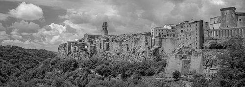 Monochrome Tuscany in 6x17 format, Pitigliano