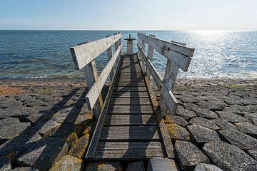 Watersluisje met bedieningssteiger op het eiland Vlieland van