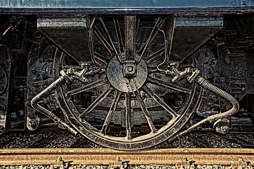 Wiel van antiek treinstel in HDR van Yvonne Smits