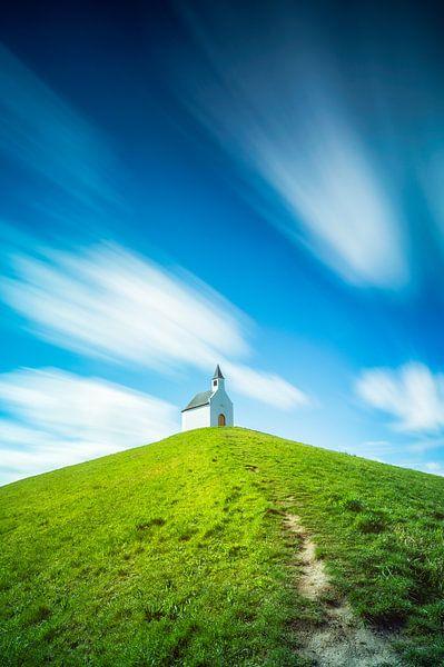Kerkje op de heuvel van Martijn Kort