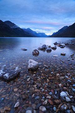 La nuit tombe dans les Rocheuses canadiennes sur Wilco Berga