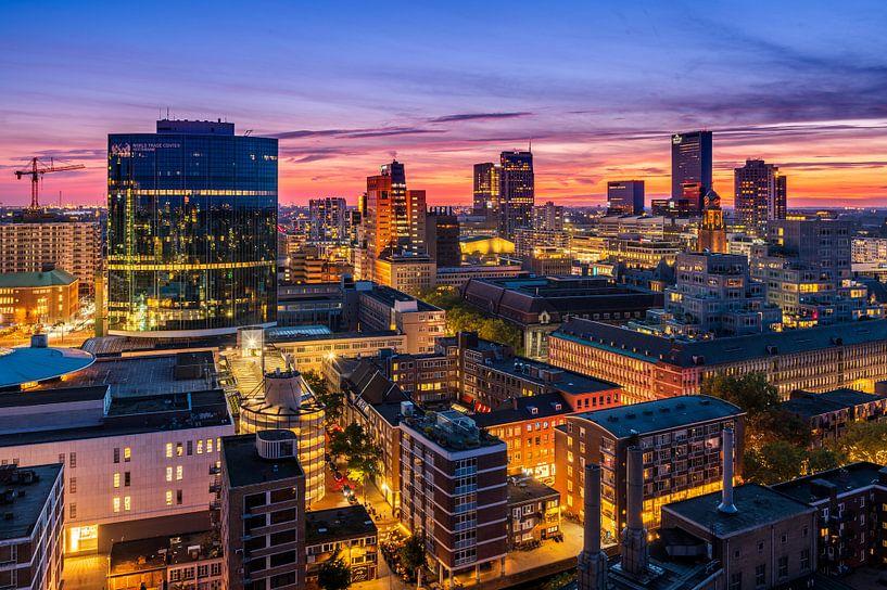 Uitzicht over Rotterdam tijdens zonsondergang van Ellen van den Doel