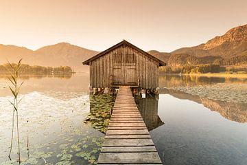 Boothut bij Kochelsee bij zonsopgang, Beieren, Duitsland van Markus Lange