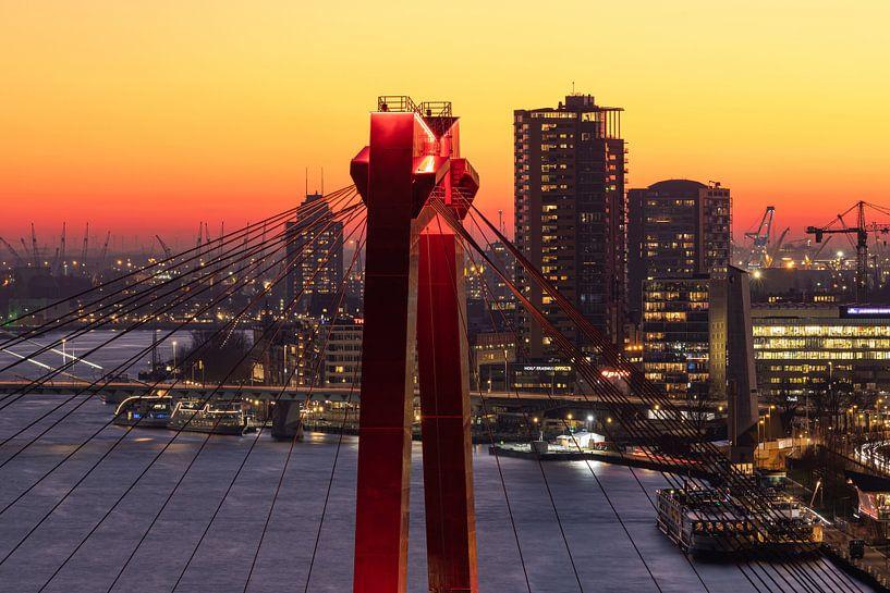 Het puntje van de Willemsbrug in Rotterdam tijdens zonsondergang van MS Fotografie   Marc van der Stelt