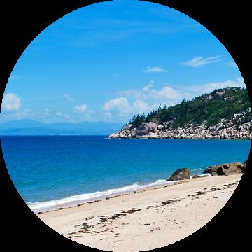 Het strand van Magnetic Island - Queensland, Australië van Be More Outdoor