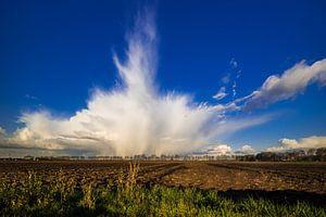 Regenbui boven de polder