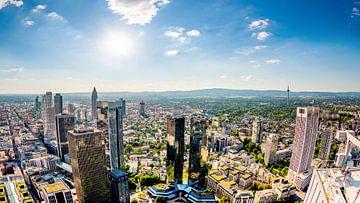 Frankfurt am Main on a hot summer day van Günter Albers
