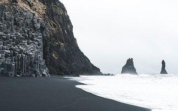 Reynisfjara Black Sand Beach in Ijsland van Michiel Dros