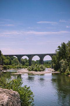 Vieux pont en Vogue, Ardèche, France sur Suzan van Pelt