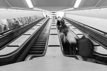 Roltrappen in de Maastunnel van Studio Wanderlove
