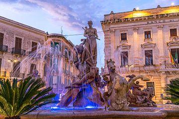 Fontaine d'Artémis au crépuscule, Syracuse, Sicile sur Peter Schickert