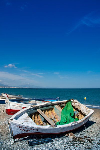 Bateau sur la plage sur Jacqueline Lodder