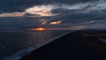 Sonnenuntergang über Islands Südküste von Timon Schneider