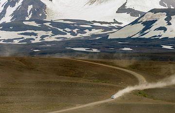 Stoffige weg in IJsland  von Menno Schaefer