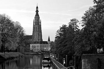 Grote kerk Breda zwart/wit van