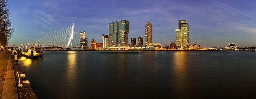 Le ciel de Rotterdam en soirée sur Frank Herrmann