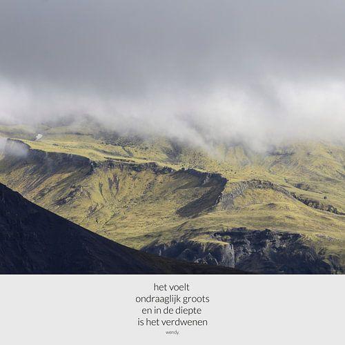 Groen in IJslandse bergen | Tekst en beeld | Gedicht met foto