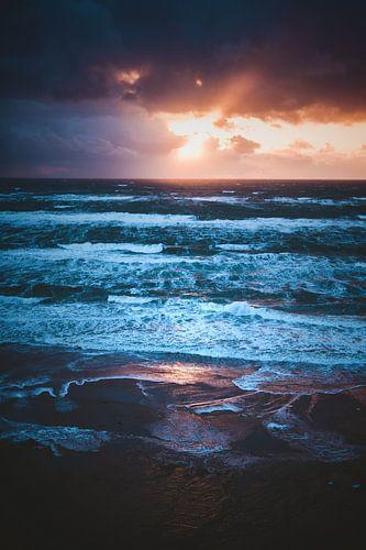 Wilde Nordsee im Sonnenuntergang