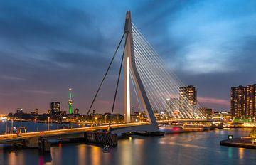 Die Rotterdam Erasmus Bridge und Euromast von Arisca van 't Hof