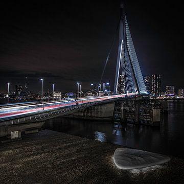 Eramusbrug bij nacht van Gino Heetkamp