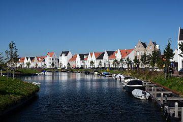 Een gracht in Harderwijk van Gerard de Zwaan