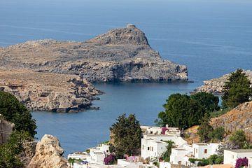 Vue d'une baie maritime près de Lindos à Rhodes sur Reiner Conrad