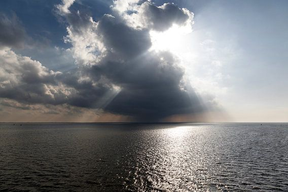 Friesland / Waddenzee / Het regent zonnestralen op de Waddenzee / 2014