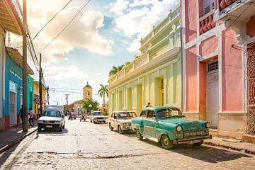 The sun that breaks through in the Cuban city of Trinidad von Michiel Ton