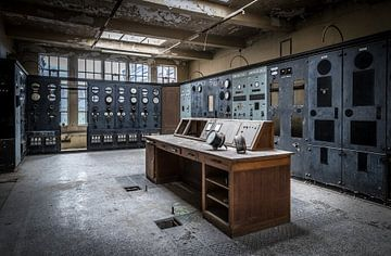 Controlekamer in een fabriek van Inge van den Brande