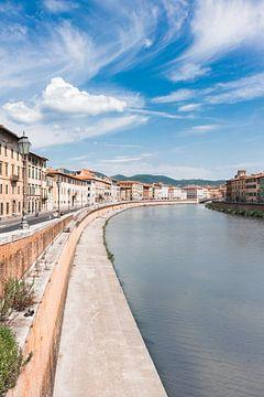 Pisa, rivier de Arno, Italië van Gaby Fotografie