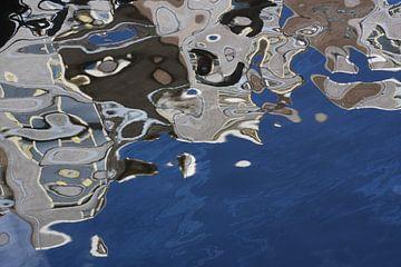 Abstracte foto van Escher-achtige reflectie van Danielle Roeleveld