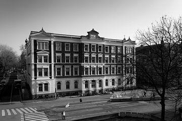 Architectuur in Utrecht: Hoofdgebouw I van NS aan het Moreelsepark van De Utrechtse Grachten