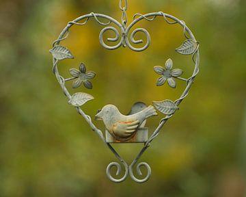 Vintage harten hanger vogel in een hart van JM de Jong-Jansen