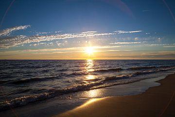 Zonsondergang aan zee 1 van Nel Diepstraten