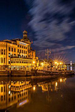 Hotel Bellevue in Dordrecht am Abend von Petra Brouwer