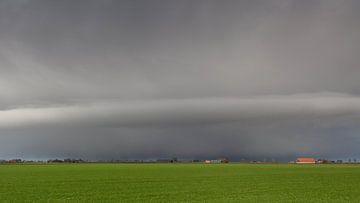 Hagelbui boven Oost-Groningen van Dick Doorduin
