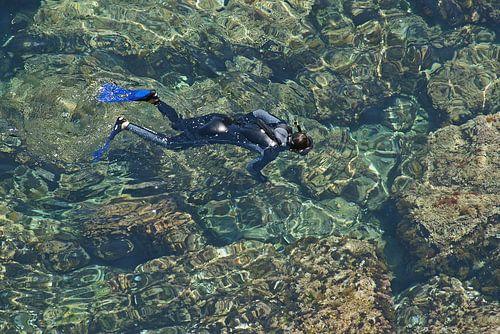 delicious snorkling in crystal clear water von Gert van Santen
