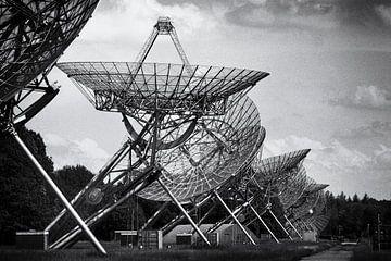 Radio-Observatorium schwarz-weiß, Filmkorn von Ger Beekes