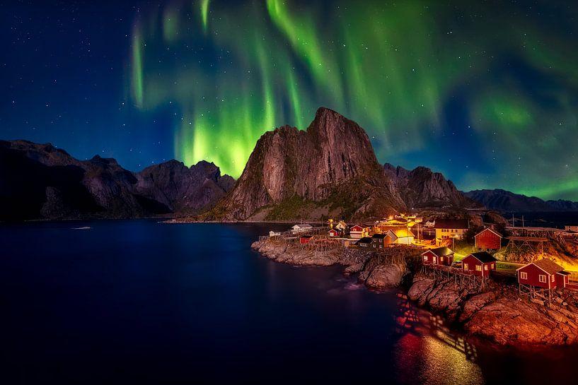 Fire in the Sky - Lofoten Norwegen von Roy Poots