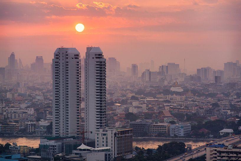 Zonsopkomst over Bangkok van Jelle Dobma