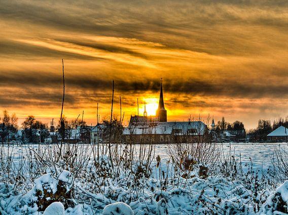 Zonsondergang in winterlandschap