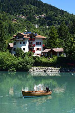 Italian boat house van Celyn Vries
